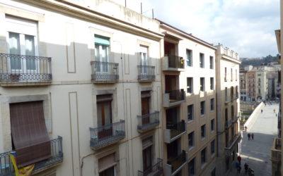 Amb caràcter i en perfecte estat al Pont de Pedra (Barri Vell) – Girona Capital –