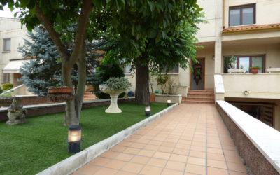 Casa en filera en perfecta estat a Palau Sacosta  – Girona Ciutat –